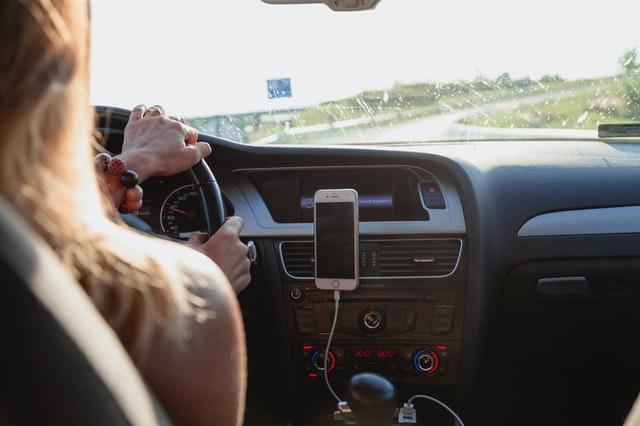 Handsfree stories opnemen in de auto. Gewoon niet doen.